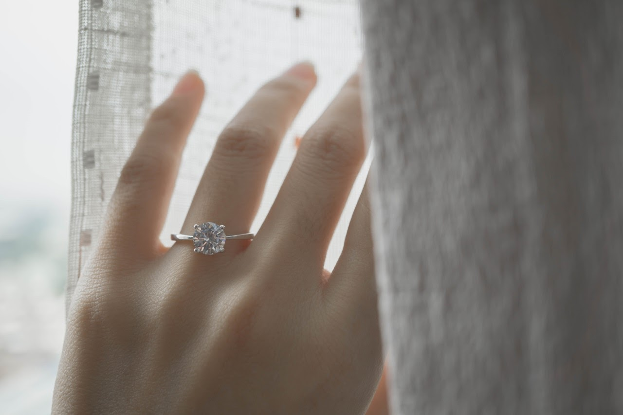 Delicate Engagement Rings Evoke An Understated Beauty
